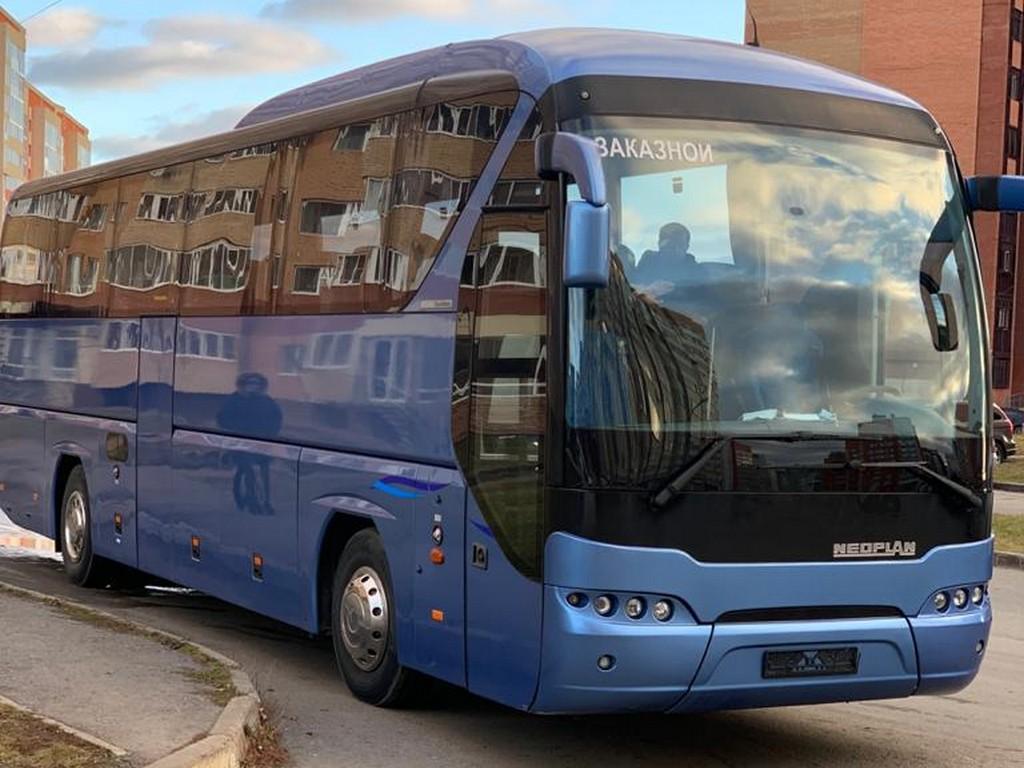 Большой комфортабельный автобус Neoplan
